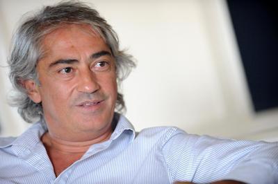 SİNEMAYA GÖNÜL VERDİ Mustafa Altıoklar sinemaya gönül verdi..