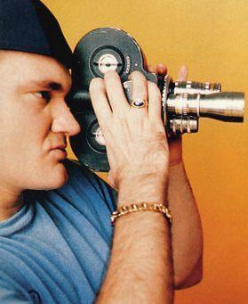 ABD'li Oscar ödüllü Tarantino, porno filmler gösteren sinemalarda yer göstericiliği yapıyordu. Sonra bir video dükkanında kasiyer oldu.