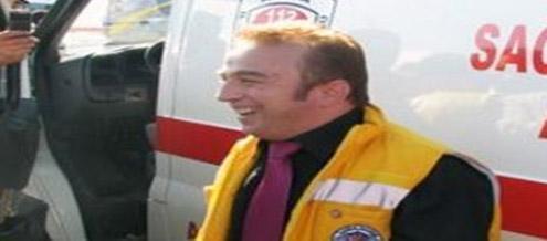 Yıllardır ambulans şoförlüğü yapan Yağcı aslında bazı dizilerde küçük rollerde kamera karşısına geçmişti..