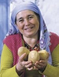 """Ayşe Teyze """"yiyin gari"""" diyerek kendisini hiç tanımayan milyonlarca kişinin kalbini fethetti."""