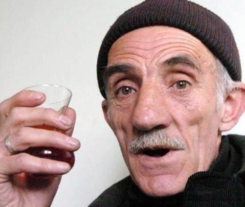 SSK'dan emekli olduktan sonra bir apartmanda kalorifercilik yapan Bayraktutar, tam 9 çocuk babası.