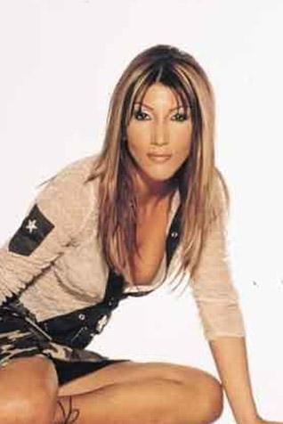 SIRADAN BİR TEZGAHTARDI Bugün en az giyim tarzı kadar ilginç şarkılarıyla bir ikon haline geldi Hande Yener...
