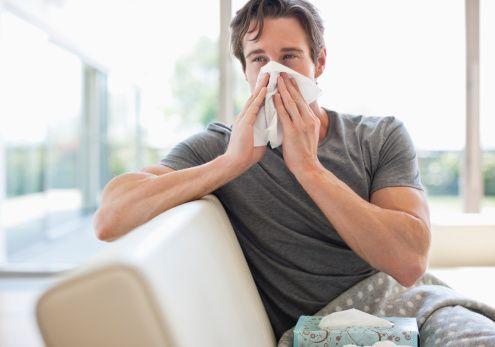 En kolay korunma yöntemi aşılanmaktır  Aşı bir önceki sezonda etken olan virüsleri içermektedir. Yeni sezondaki etken virüslerle uygunluk oluşursa koruyuculuk artmaktadır. Virüsler yapılarında küçük değişiklikler gösterebildiklerinden kalıcı bağışıklık oluşamamakta, aynı sezonda üst üste grip ya da soğuk algınlığı benzeri hastalıklar yaşanabilmektedir.   Eğer virüs,  yapısında daha majör bir değişiklik geçirirse yeni bir influenza yani grip virüsü oluşabilmektedir. Bunun sonucunda daha geniş kitlelere hızla yayılabilen ve eski aşıların etkisiz kaldığı salgınlarla karşı karşıya kalabilmekteyiz.