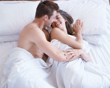 Sevişirken sıkıldığınızı ya da zorlandığınızı mı hissediyorsunuz?  Belki de o zaman sekse yanlış açıdan bakıyorsunuz. Seksi bir zorunluluk olarak görmekten vazgeçip, bir oyun haline getirmeyi deneyin. Göreceksiniz seks eğlenceli bir oyuna dönüşecek.
