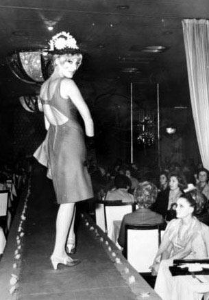 """LALE BELKIS Türkiye'de mankenlik mesleğinin öncülerinden olan Lale Belkıs, daha sonra sinamaya geçerek uzun yıllar Yeşilçam'a oyuncu olarak hizmet etti.   Lale Belkıs, Yeşilçam'ın en güzel """"kötü kadın""""larından biriydi."""
