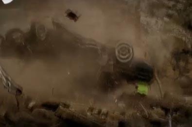 Soner'in arabası yuvarlandı ve paramparça oldu.