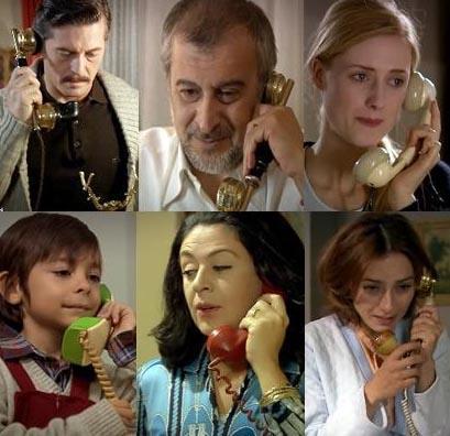 """HER EVDE TELEFON VAR MIYDI Pınar Aksu, Öyle Bir Geçer Zaman ki adlı dizide bakın nereye takılmış: """"1970 yılında her evde telefon olması çok gerçekçi değil. İşyerleri tamam da, neredeyse tüm evlerde telefon olması abartılı.   İstanbul'un göbeğinde 1980'li yıllarda bile birkaç yıl sıra bekleyerek telefon bağlatılıyordu evlere, hatırladığım kadarıyla."""""""