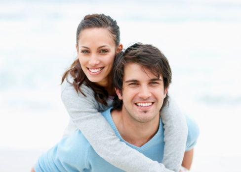 3- Aklınızda bir anahtarlık hayal edin. Anahtarlığınıza koşulsuz sevme, anlayış, hoşgörü, arkadaş olabilme, samimiyet, şefkat, emek, sabır ve fedakarlık anahtarlarını takın. Anahtarlığa takılan tüm bu olgular mutlu evliliğin kapılarının altın anahtarlığını barındırır.
