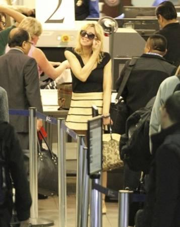 Müzisyen ve oyuncu Courtney Love, giydiği eteğin azizliğine uğradı.