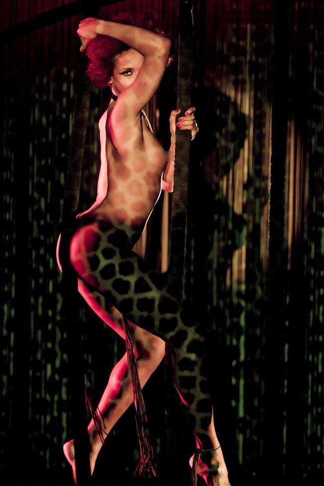Canal Theater'da 15 gün boyunca sahneye çıkan grup, seksi şovlarıyla izleyicilerin büyük beğenisini topladı.