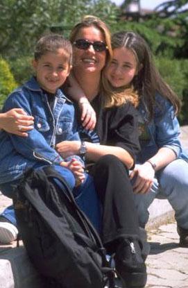 Merve ve Buse Terim, anneleriyle birlikte.