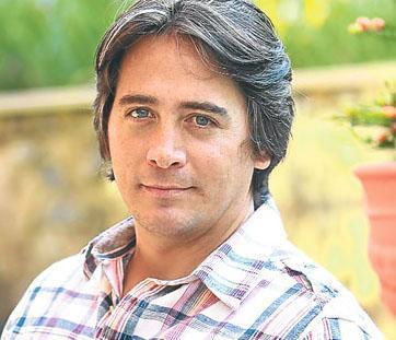 Murat Cüreklibaur, usta aktör Cüneyt Arkın'ın büyük oğlu. Yıllar önce henüz küçükken babasıyla birlikte Vatandaş Rıza adlı film için kamera karşısına geçti. Ama sonra oyunculukla hiç ilgilenmedi.