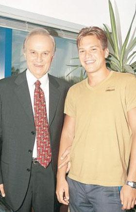 Ediz Hun'un oğlu Burak, yüksek öğrenimini Malta'da tamamladı.