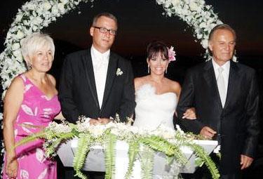 Bengü Hun geçen yaz Frankfurt Başkonsolosu İlhan Saygılı ile evlendi.
