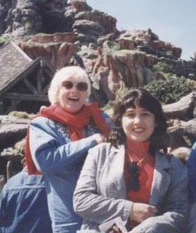Ünlü şarkıcı Muazzez Abacı'nın tek kızı Saba yurtdışında yaşıyor.