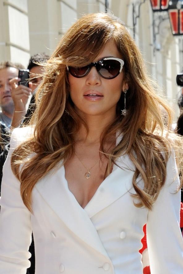 Jennifer Lopez'in artık imzası haline gelen dalgalı saçlar, J.Lo'nun her zaman havalı görünmesine yetiyor.
