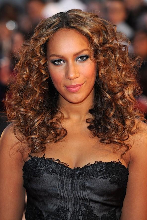Liona Lewis'in kıvırcık saçları sizce de çok hoş görünmüyor mu?