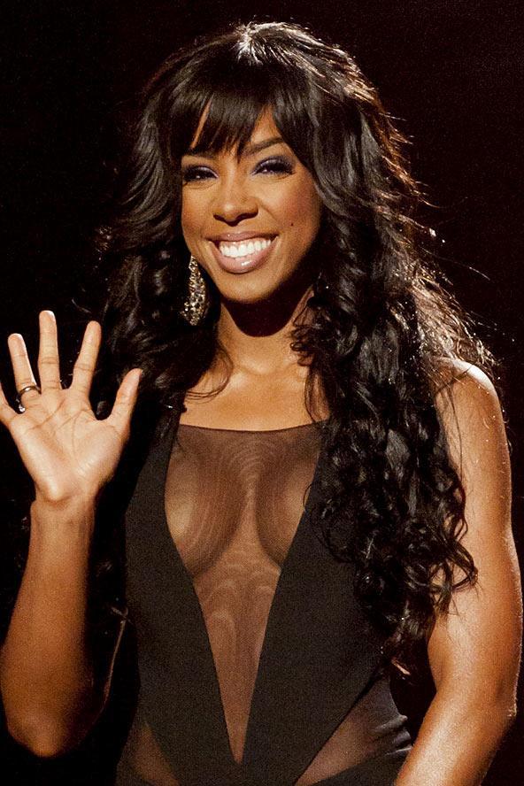 Saçlarınız uzunda siz de Kelly Rowland gibi yoğun bukleleri deneyebilirsiniz.
