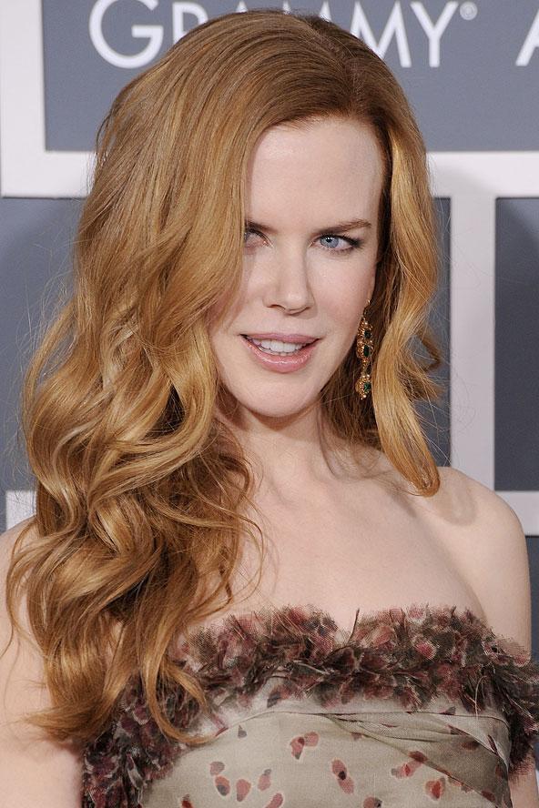 Nicole Kidman genelde saçlarını dümdüz kullanıyor. Ama bu fotoğrafı gördükten sonra keşke güzel yıldız iri dalgalardan hiç vazgeçmese diye düşünüyoruz.