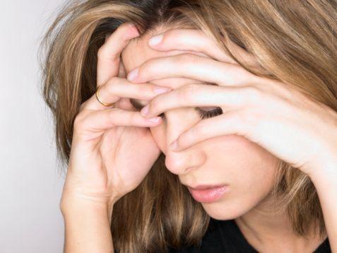 Baş ağrıları üzerinde etkili  Uzmanlar soğuğun baş ağrısını gidermede de etkili olduğunu söylüyor. Bunun için başınızda ağrı hissettiğinizde bir poşete buz doldurun ve ince bir beze sarılı biçimde ağrıyan bölge üzerinde uygulayın. Soğuk, hassas olan sinirleri yatıştırıp uyuşturarak ağrıyı azaltacaktır. Ayrıca, şiddetli diş ağrılarınız olduğunda, yanağımızın üzerine koyacağımız buz torbası ağrıyı önemli ölçüde dindiriyor.