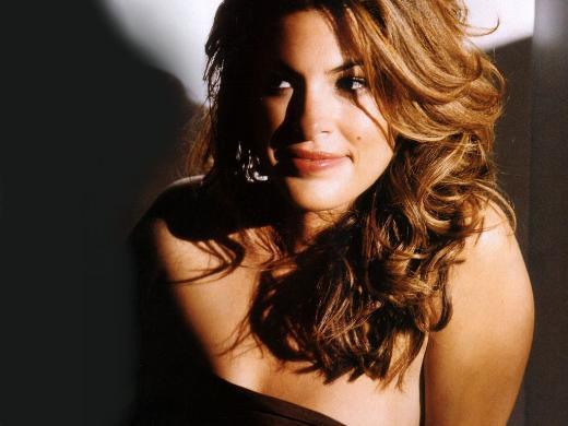 Eva Mendes O da Hollywood'un Latin kökenli güzellerinden biri. Mendes, ABD doğumlu ama ataları Kübalı.