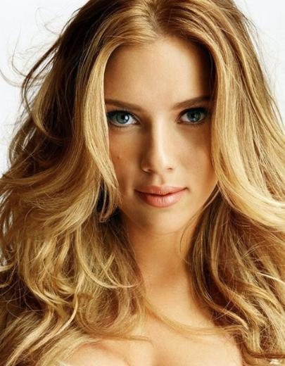 Scarlett Johansson  Güzel yıldızın annesi Polonya, babası Danimarka kökenli.
