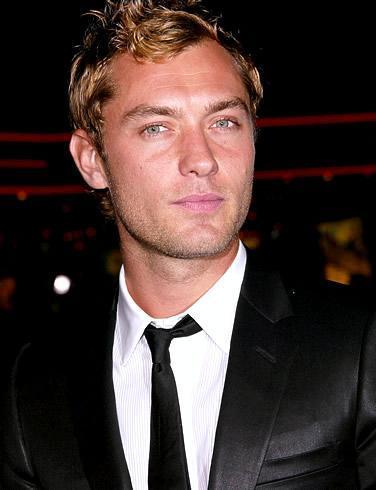 Jude Law  Yakışıklı aktör İngiliz.