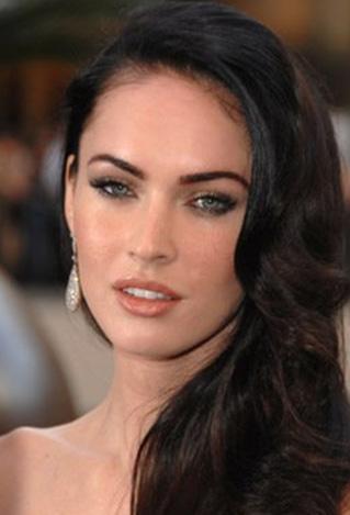 Megan Fox  O da ABD doğumlu ama tam bir melez. Fox, İrlandalı, Fransız ve Cherokee kızılderili melezi.