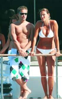 Altuğ o dönemde biraz daha iddialı bikiniler giyiyordu.