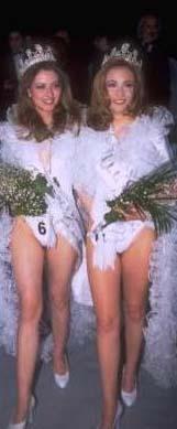 ONLAR DA DEĞİŞTİ 1997 Türkiye Güzellik Yarışması'nın finalinde çekilen bu fotoğrafa çok dikkatli bakın. Bu karedeki ünlüleri hemen tanıyabilecek misiniz.   Hemen bir ipucu verelim. Soldaki aynı yarışmada ikinci olan Nefise Karatay. Sağdaki de yarışmanın üçüncüsü Ceyda Düvenci. Bakın yıllar 1990'ların ünlü ve taçlı mankenlerini nasıl değiştirdi.
