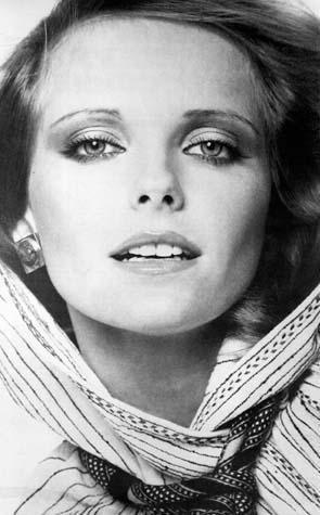 EMEKTAR MANKEN  Cheryl Tiegs 70 ve 80'lerin en ünlü mankenlerindendi.