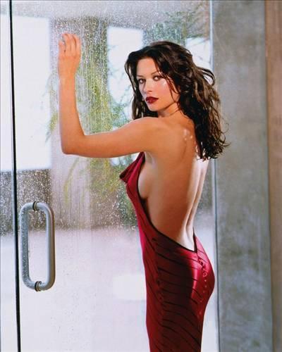2004 yılında Dawn Gillette Knight, Catherine Zeta Jones'a onu öldürüp köpek maması yapacağını anlatan bir mektup yolladı.