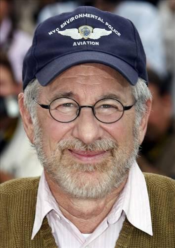 Diana Napolis, Steven Spielberg ve ailesinin satanik bir tarikata üye olduklarını iddia ederek yönetmeni rahatsız etti.