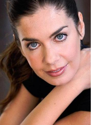 CV'sinin önemli bir bölümünde Türkiye'de rol aldığı yapımlar bulunuyor.Kayıkçı adlı filmde rol alan güzel oyuncu, Yılan Hikayesi, Hayat Bilgisi, Yabancı Damat, Ayın Karanlık Yüzü gibi yapımlarda kamera karşısına geçti.