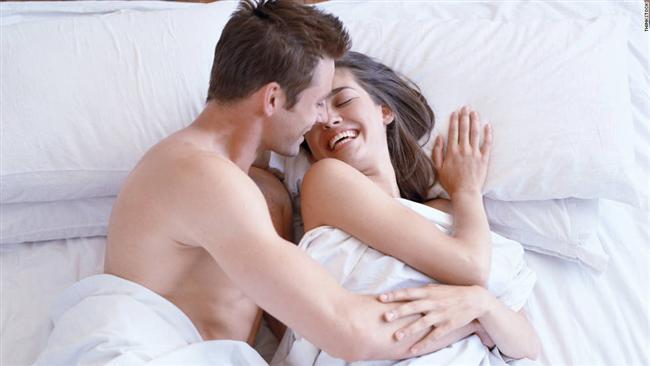 8- Seksi amaçlar için kullanmak:  Cinselliği bir armağan gibi ruhun ve bedenin paylaşılması dışında bir amaç için kullanmak ilişkinizin kalitesini bozacaktır. Bu durum kadınlarda çok eskilere dayanan bir taktiktir. Ancak taş yerinde ağırdır.   Cinsellikle günlük hayatın birtakım kazanımlarını birbirinden ayrı tutmanızda yarar var. Yatakta elde edebileceğiniz en büyük kazanç partnerinizle paylaştığınız hazlar ve güzel anlardır. Olguya bu şekilde yaklaşmalısınız. Aklınızdan çıkarmayın ki cinsellikle daha fazla sevgiyi veya gelecek garantisini elde edemezsiniz.