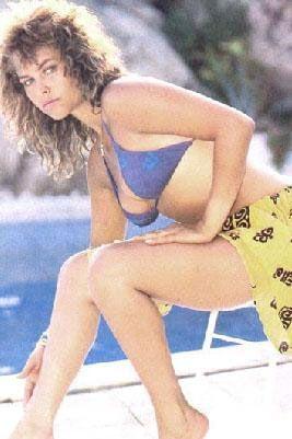 Onun kaderini değiştiren katıldığı 1982 Türkiye güzellik yarışması oldu. Önce kraliçe seçildi. Ancak daha önce evlenip boşandığı ortaya çıkınca tacı elinden alındı.