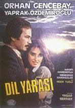 İstanbul Üniversitesi Devlet Konservatuvarı Bale Bölümü mezunu olan Özdemiroğlu, profesyonel oyunculuğa tiyatro sahnesinde başladı.