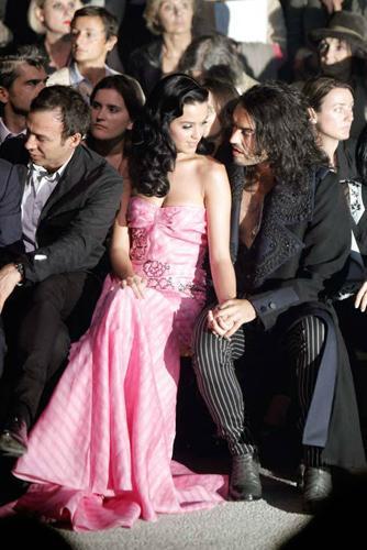 Oyuncu Russel Brand ve ABD'li şarkıcı Katy Perry'nin boşanma kararının nedeni ortaya çıktı.