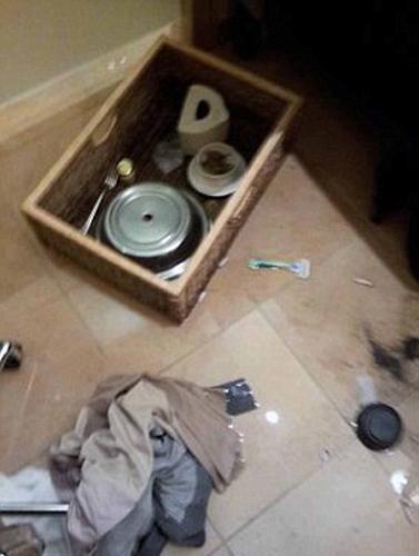 Ayrıca odada reçeteli ilaç kutuları bulundu.