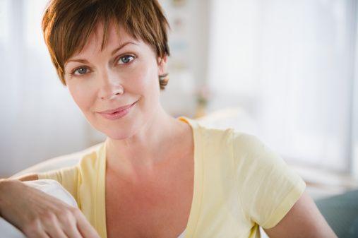 Bu aşı (IAL Sistem) 0 – 15 - 21. günlerde uygulanıyor ve olumlu etkiler 2.günden itibaren ciltte parlaklık, ışıltı ile kendini gösteriyor. Alkol, sigara, akne, güneş ve solaryumdan dolayı zarar görmüş ciltlerde diğer tedavilerle birlikte tamamlayıcı uygulama olarak da kullanabilmekteyiz.   Soğuk zincir sistemiyle taşınan ve mutlaka doktor  tarafından uygulanması gereken IAL Sistem; uygulamanın çok kolay, acısız, konforlu oluşu ve çabuk sonuç alınması sebebiyle çok avantajlı bir tedavi yöntemidir.