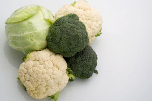 Brokoli, karnabahar ve lahana gibi bitkisel besinlerin içerdikleri glukozinolatlar nedeniyle kanser riskini azalttığı bilinmektedir.