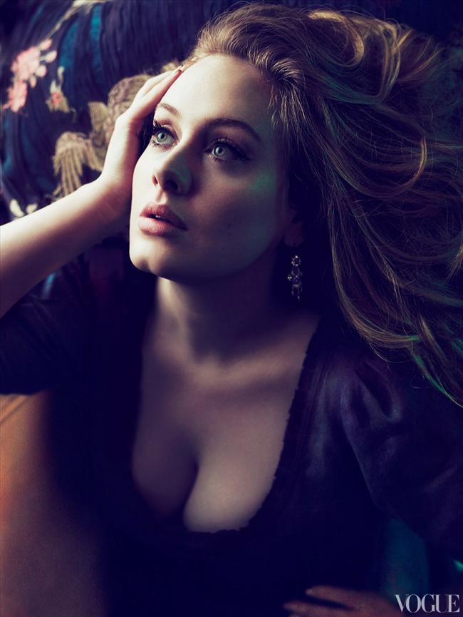 İngiliz şarkıcı Adele'in kapak çekimi, şimdiye kadar gerçekleştirilen çekimlerinden oldukça farklıydı.