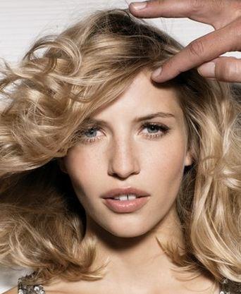 Saç kesimlerinde en trend modelleri sizler için derledik. İşte 2012 yılına damgasını vurmaya hazırlanan orta boy saç modelleri....