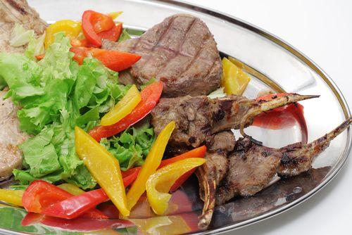 Biftek ve havuç:   Havuçtaki A vitamini, bir protein eşliğinde daha iyi emiliyor.