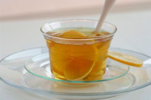 Yeşil çay ve limon:  Yeşil çay limonla içildiğinde, antioksidanların etkisi 13 kat artıyor.