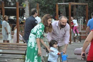 Bazen oğulları Ali ile birlikte alışverişte ya da parkta görüntüleniyorlar.