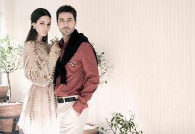 Güzelliği tescilli bu iki ünlü mutlu evlilikleriyle de göz dolduruyor.