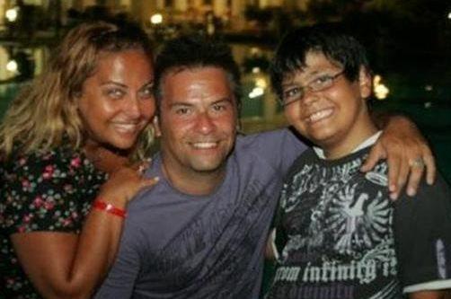 Dilliğil eşi Bora Öztoprak ve oğluyla birlikte. Bu da Twitter sayfasında yer alan karelerden biri..