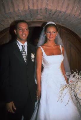 Pınar Altuğ ilk evliliğini Umut Elçioğlu ile 27 yaşındayken yaptı.