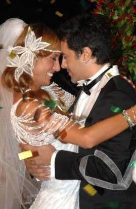 Evlendiklerinde Çağla Şıkel 28, Emre Altuğ 38 yaşındaydı.